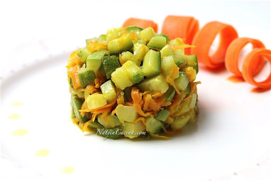 zucchine, zucchine chiare con aglio,carote e feta
