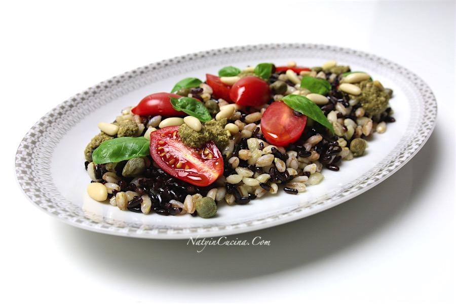 insalata ai tre cereali, riso venere, orzo e farro, capperi, pesto